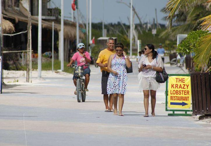 El convenio de reasignación de recursos permitirá realizar obras de infraestructura turística en Majahual. (Archivo/SIPSE)