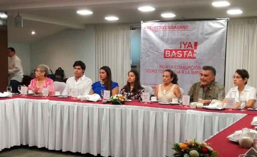 Varios dirigentes de organizaciones de ciudadanos crearon el proyecto ¡Ya basta! para seguir de cerca a los políticos. (José Acosta/SIPSE)