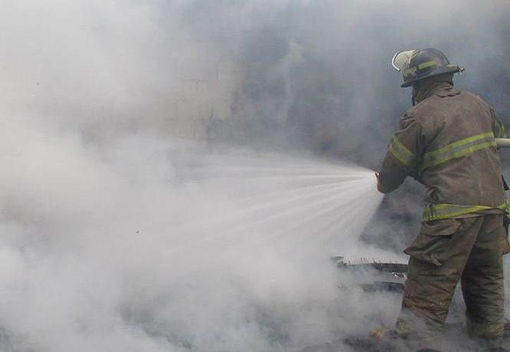 El auto incendiado fue reportado a los números de emergencia. (Imagen de contexto/Excélsior)