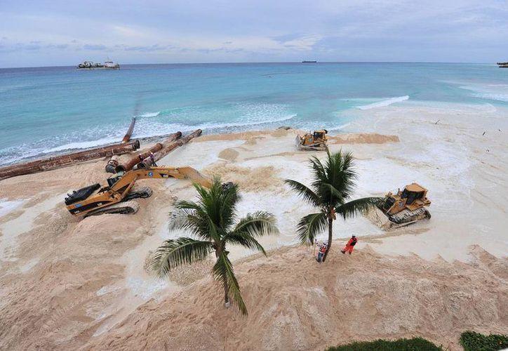 Los hoteleros de la Riviera Maya esperan poder retomar el proyecto de la recuperación de playas. (Adrián Barreto/SIPSE)