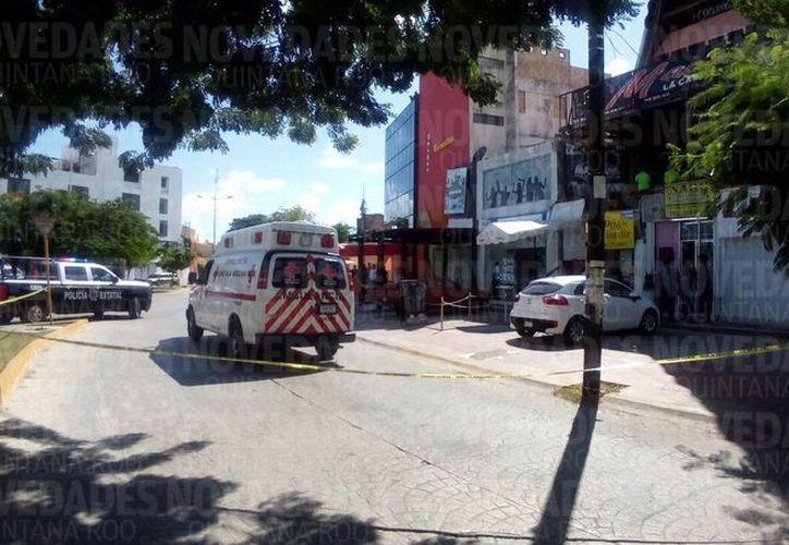 Al lugar llegaron los elementos policíacos y los paramédicos de la Cruz Roja. (Eric Galindo/SIPSE)