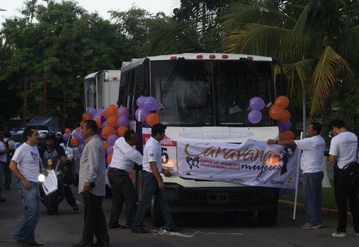 En la caravana participaron motociclistas y personas que acudieron en sus vehículos particulares. (Harold Alcocer/SIPSE)