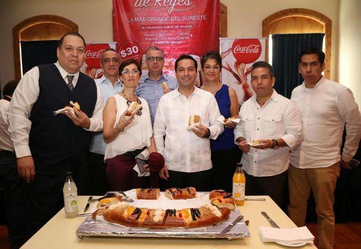 La Mega Rosca de Reyes del Ayuntamiento de Mérida medirá 5 kms y en su elaboración participarán 150 chefs. (Foto cortesía del Gobierno de Mérida)
