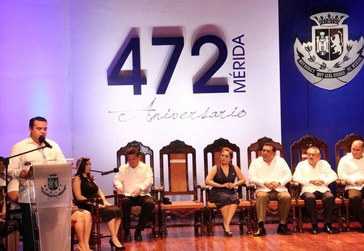 Renán Barrera, regidores del Cabildo y autoridades estatales estuvieron en acto protocolario. (Milenio Novedades)