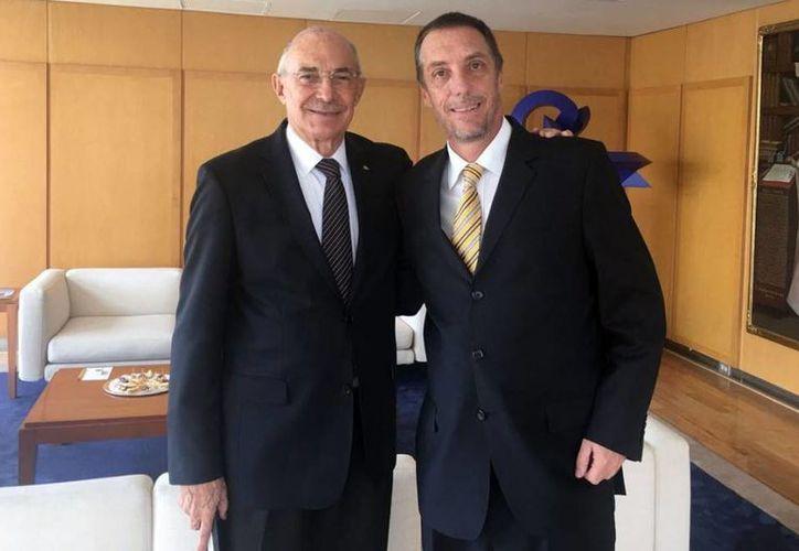 Rodrigo Ares obtuvo un total de 161 votos para ganar las elecciones de manera abrumadora. En la foto, Jorge Borja junto al nuevo presidente.(Foto tomada de Facebook/Pumas Mx)