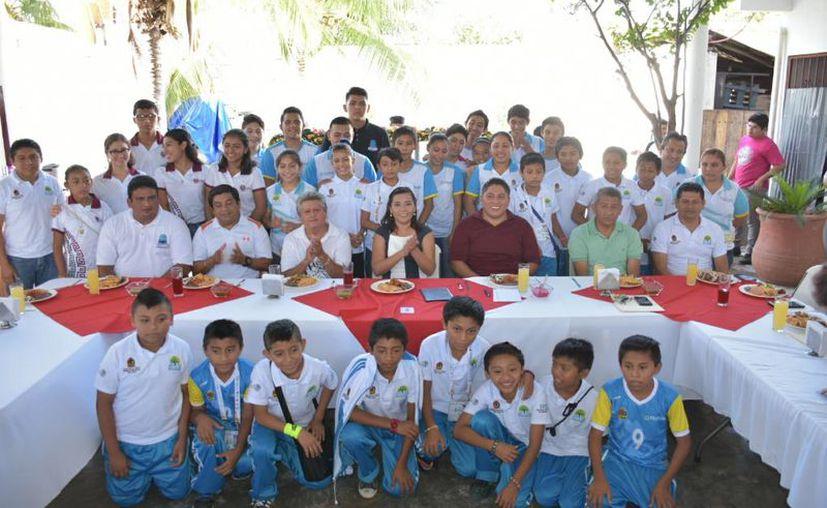A los jóvenes medallistas se les otorgarán becas deportivas, con la finalidad de incentivar su esfuerzo. (Jesús Caamal/SIPSE)