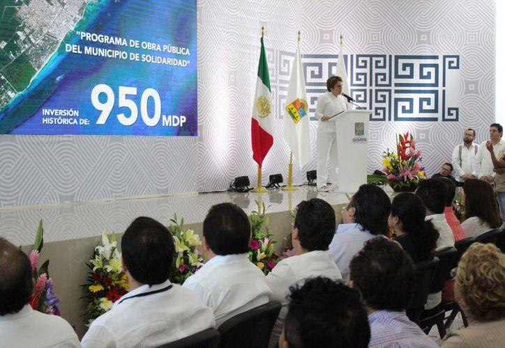 La alcaldesa presentó el programa de obra pública del municipio. (Adrián Barreto/SIPSE)
