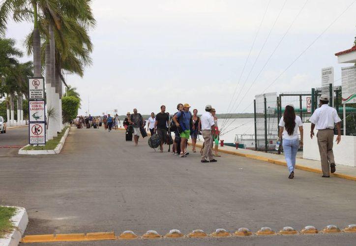 Los guías turísticos orientarán al turismo para que conozcan los lugares y atractivos más significativos de la ciudad. (Ángel Castilla/SIPSE)