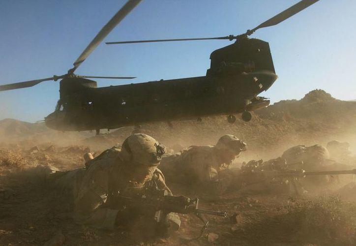 Dos militares y un empleado civil, presuntamente de nacionalidad estadunidense, murieron tras un accidente de aviación en Afganistan. (Archivo Agencias)