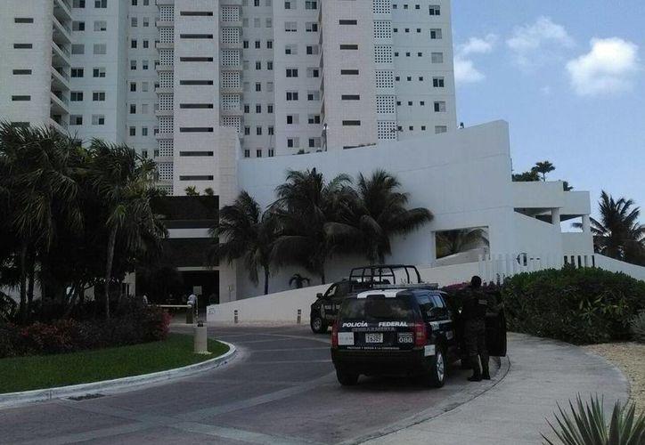Las autoridades llegaron en tres patrullas de la Gendarmería. (Redacción/SIPSE)