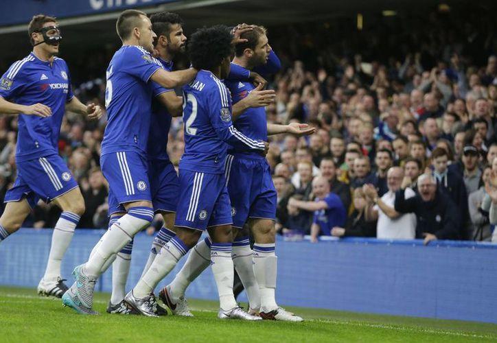 El Chelsea venció 3-1 al Sunderland este sábado, mismo día en el que se supo la contratación del nuevo técnico de este equipo, Guus Hiddink. (AP)