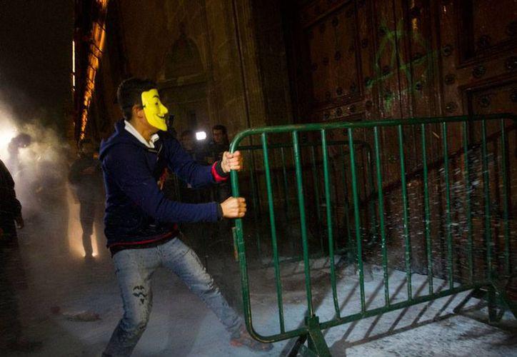 Las autoridades liberaron a los detenidos el sábado pasado durante las protestas frente a Palacio Nacional. (Archivo/excelsior.com.mx)