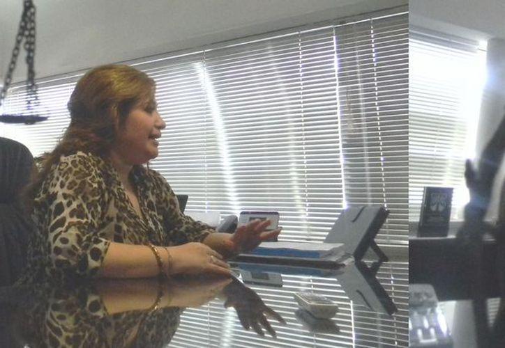 La fiscal Celia Rivas pidió tener cuidado con la información que se sube a las redes sociales. (SIPSE)