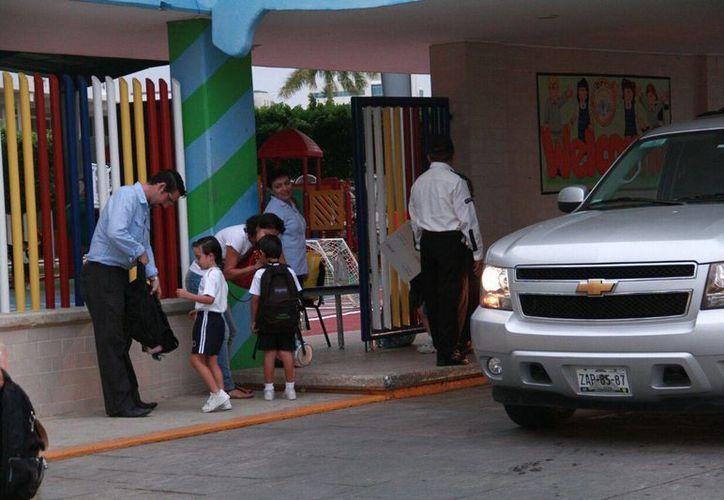 El retorno a clases estaba marcado en el calendario oficial para mañana martes, pero  se ajustó para ampliar las vacaciones de verano. Imagen de un grupo de niños a su regreso a la escuela.(Jorge Acosta/Milenio Novedades)
