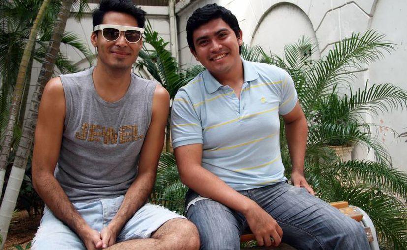 Luis Acosta (fagot) y Amaury León (eufónio) son dos de los ocho integrantes de Alebrije. (SIPSE)