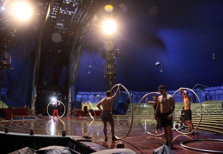 Aspecto general del ensayo de los artistas del espectáculo 'Corteo' del Cirque du Soleil, cuya temporada en Mérida inicia este 25 de junio. (César González/Milenio Novedades)