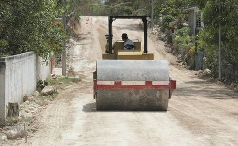Los vecinos de las colonias beneficiadas se han comprometido a cuidar y mantener limpias las calles. (Redacción/SIPSE)