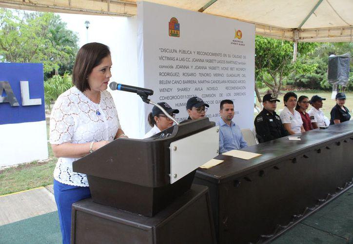 De manera pública se realizó la ceremonia en honor a las agraviadas; acudieron cinco de ellas, quienes aceptaron la dispensa por parte del Ayuntamiento de Othón P. Blanco. (Joel Zamora/SIPSE)
