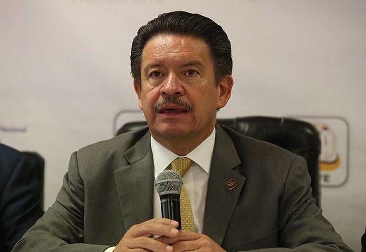 Carlos Navarrete instó a las autoridades a acelerar las investigaciones en el caso de los 43 normalistas de Ayotzinapa desaparecidos en Iguala desde hace un mes. (excelsior.com.mx)
