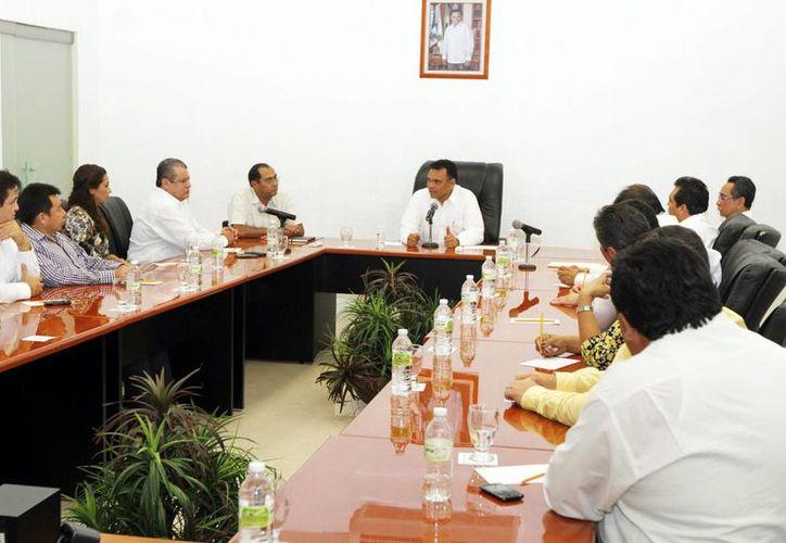 Líderes de las secciones 33 y 57 del SNTE en encuentro con el Gobernador. (Milenio Novedades)