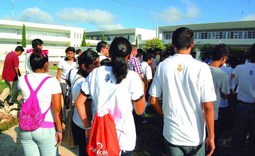 Luego de acreditar todas sus materias en la universidad, a algunos alumnos se les complica obtener su título. (SIPSE)