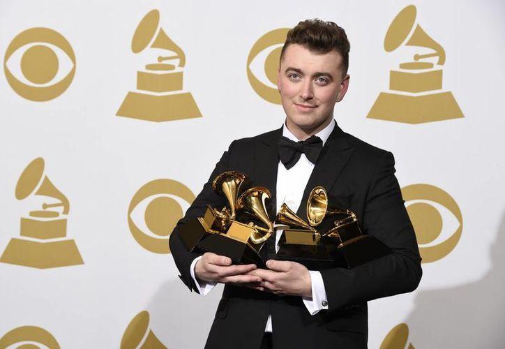 La inspiración que Sam Smith tenía debido a una ruptura emocional le ayudó a ganar varios premios Grammy, según él. (Foto: AP)