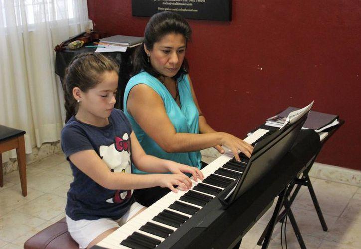 Hoy 28 estudiantes de música cerrarán el semestre con un concierto en la Casa de la Cultura de Cancún. (Andrea Aponte/SIPSE)