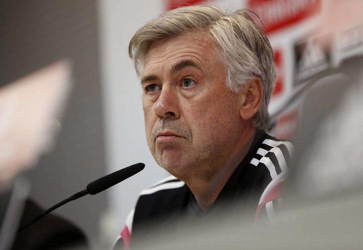 Ancelotti afirma que nunca ha sufrido como entrenador la crisis por la que está pasando el Barcelona. (EFE)