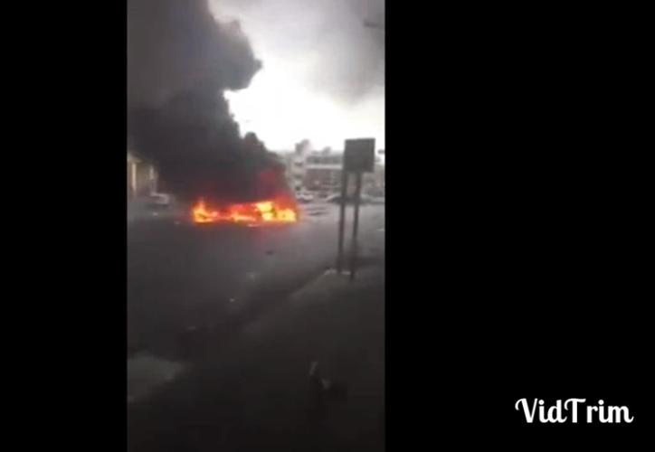 La deflagración tiene lugar tres días después de que dos oficiales de seguridad saudíes resultaran heridos por un dispositivo explosivo. (Captura Youtube).