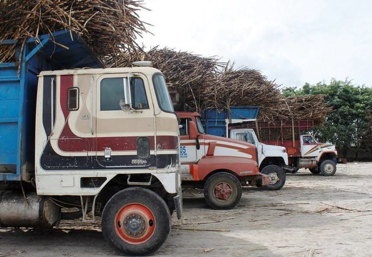 El aumento del precio de las refacciones y la crisis de la industria azucarera del sur del Estado, hace imposible reparar los camiones. (Edgardo Rodríguez/SIPSE)