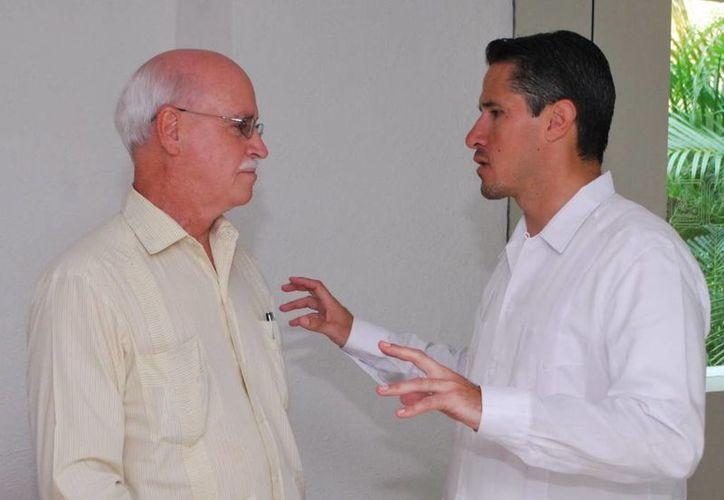 Michael Ronan y Aurelio Joaquín González durante la reunión. (Cortesía/SIPSE)