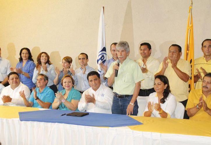 Representantes de los partidos políticos en conferencia de prensa. (Jesús Tijerina/SIPSE)