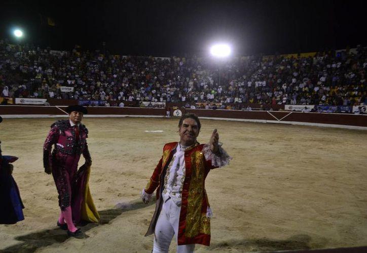 Rodrigo Santos solamente obtuvo aplausos en su tarde de despedida de la Plaza de Toros Mérida. (Daniel Sandoval/ SIPSE)