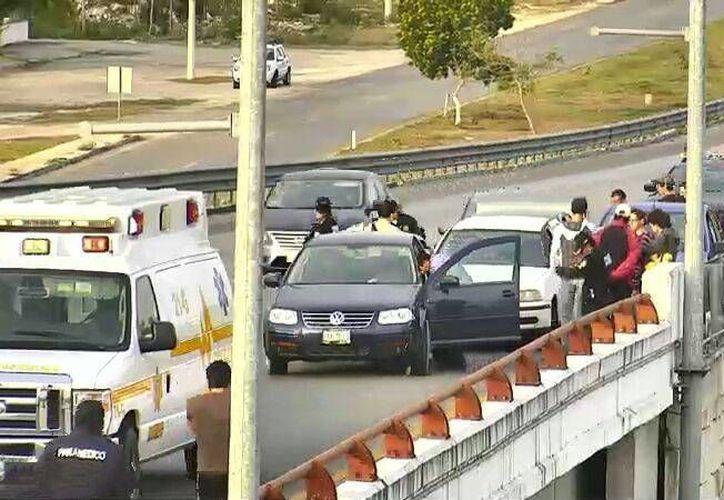 Tras una carambola en el Anillo Periférico, conductores curiosos se distrajeron por ver el accidente y también colisionaron. (Luis Fuente/Milenio Novedades)