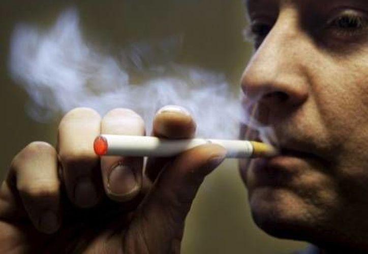 Las autoridades sanitarias no deben asumir a los dispositivos electrónicos como tratamiento médico para dejar de fumar, sino como dispositivos de recreación personal. (Archivo SIPSE)