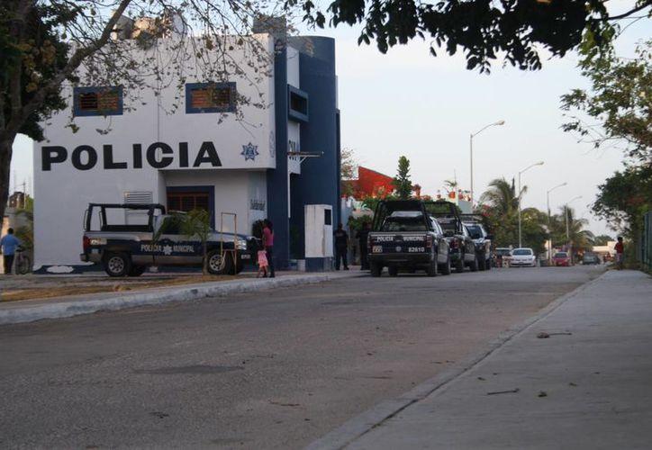 Varios vehículos de Seguridad Pública están comisionados en Puerto Aventuras, donde sólo esperan una orden para actuar. (Octavio Martínez/SIPSE)