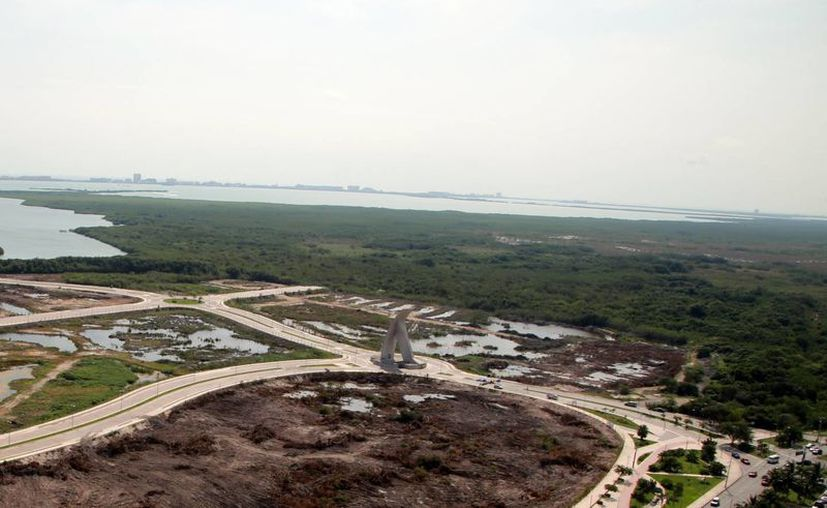 El predio del parque está ubicado en los límites del Malecón Tajamar. (Luis Soto/SIPSE)