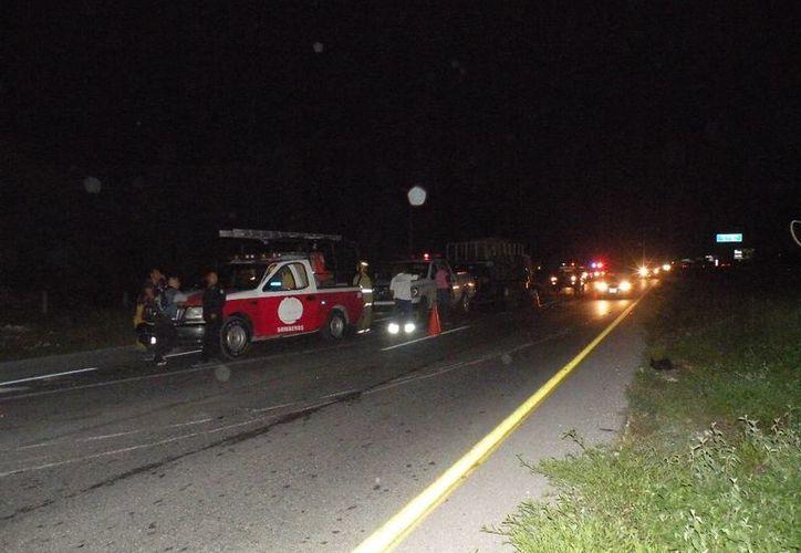 El chofer de un camión dormitó y se estampó contra un remolque estacionado en la carretera federal. (Redacción/SIPSE)