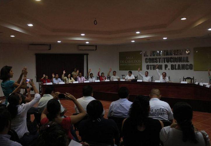 Los integrantes del ayuntamiento aprobaron por unanimidad la adjudicación del Título de Concesión del Servicio Público de Transporte Urbano. (Harold Alcocer/SIPSE)