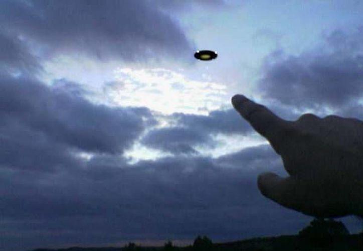 Los extraterrestres podrían acceder a miles de mensajes de seres humanos con códigos y otros datos. (reymisterios.com/Archivo)