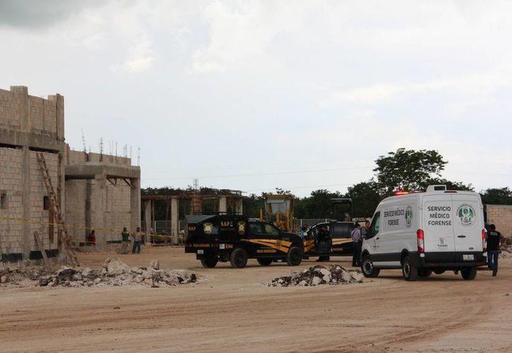 Un albañil se cayó de una andamio, desde una altura de 7 metros, y falleció instantáneamente, en el sitio en donde se edifica el hospital materno-infantil. (Martín González/SIPSE)