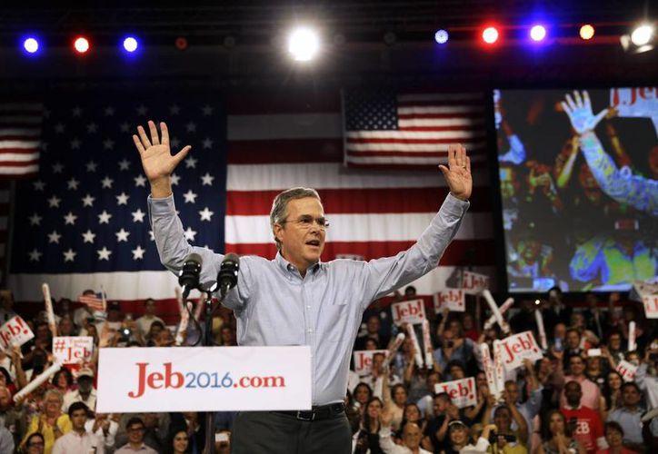 Jeb Bush inició su campaña en el Colegio Miami-Dade, cuyo estudiantado simboliza la nación diversa que busca conducir. (Foto: AP)