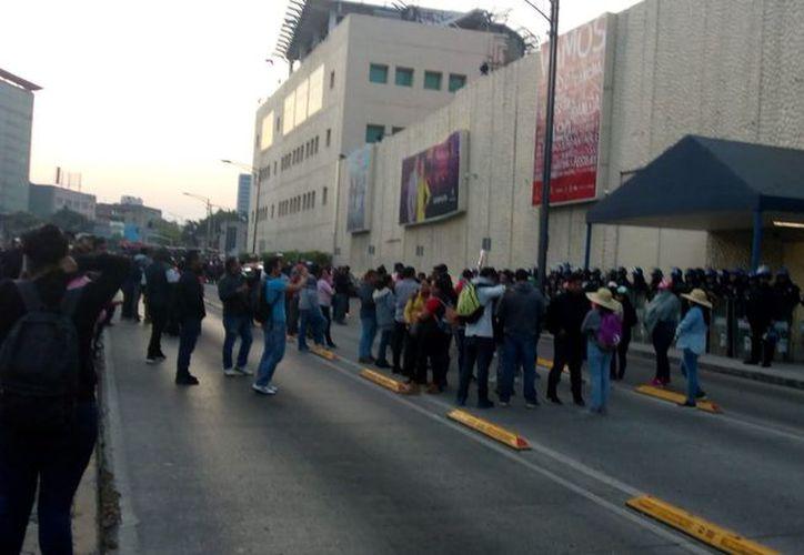 Debido a la protesta está afectada la circulación en las avenidas Chapultepec y Niños Héroes. (Milenio)