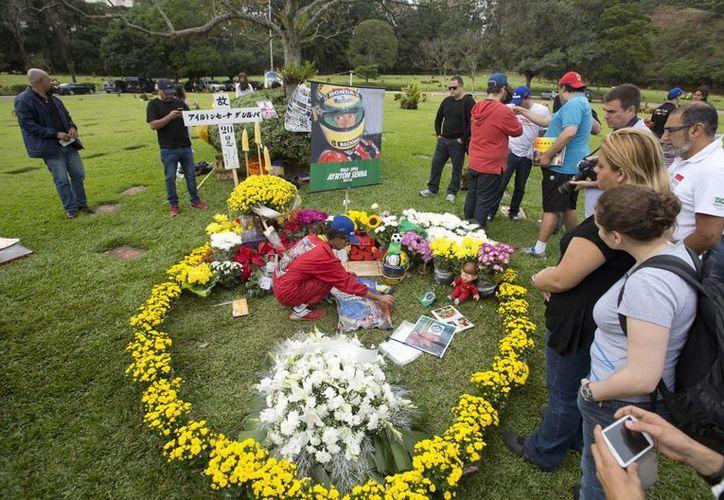 Los asistentes guardaron silencio en el momento exacto que el piloto brasileño perdió la vida. (Foto: Agencias)