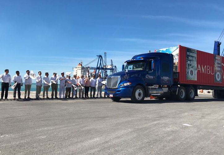 Esta mañana salió el primer cargamento de la Cervecería Yucateca con rumbo a Ingleterra.  (Foto: Ana Hernández/Milenio Novedades)