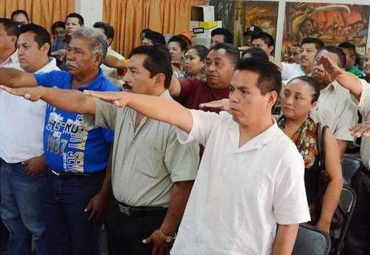 Tomaron protesta los alcaldes: Víctor Peña Pat, Wenseslao Cruz Gonzales, Lucio Reynaldo Moo Pat y Mariano Chan Pech. (Cortesía/SIPSE)