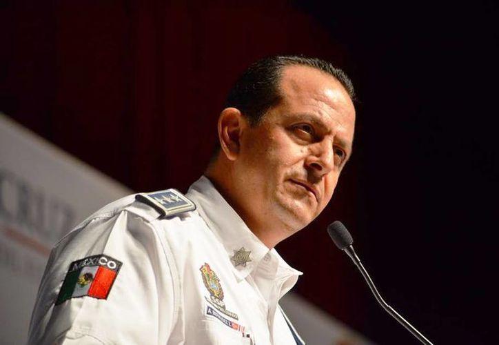 El secretario de Seguridad Pública de Veracruz, Arturo Bermúdez Zurita, tendrá que testificar ante la Pgjdf por el caso del multihomicidio de un fotoperiodista, una activista y tres mujeres más. (Foto tomada del Facebook de Arturo Bermúdez Zurita)