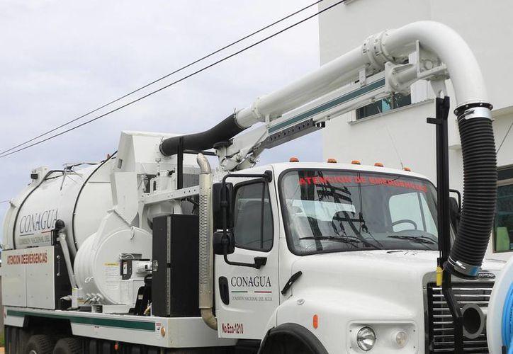 La dependencia ya tiene un camión Vactor, un Vacuum, dos camiones cisterna, dos bombas de seis pulgadas y una grúa. (Harold Alcocer/SIPSE)