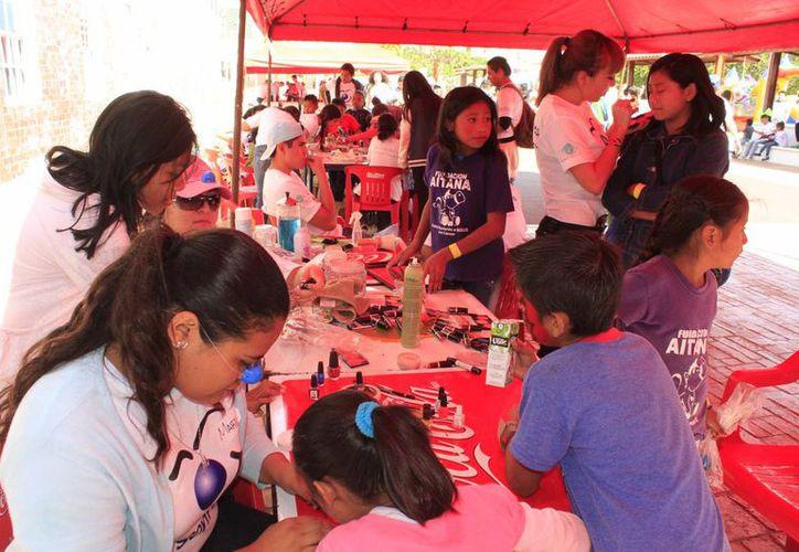 Los niños pudieron gozar de actividades como juegos mexicanos, brincolines, salón de belleza, barbería, área de arte, entre otras. (Sergio Orozco/SIPSE)
