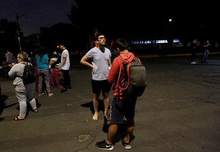 En la Ciudad de México se reportan apagones y las líneas telefónicas se encuentran saturadas. (RT)